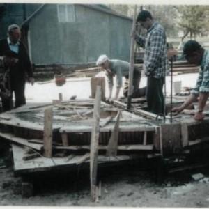 Виготовлення опалубки для заливку Хреста. Квітень 1998 р. Б.