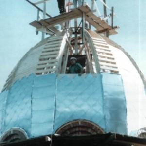 Покриття маківки бляхою. Червень 1999 р. Б.