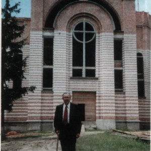 Щира подяка тим парафіянам, котрі протягом дев 'яти довгих років збирали гроші до церковної скарбниці на будівництво нашої святині.